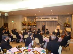 受賞者挨拶の黒石理事長と由子夫人