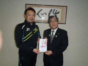 糸魚川JVCの森山様に贈呈